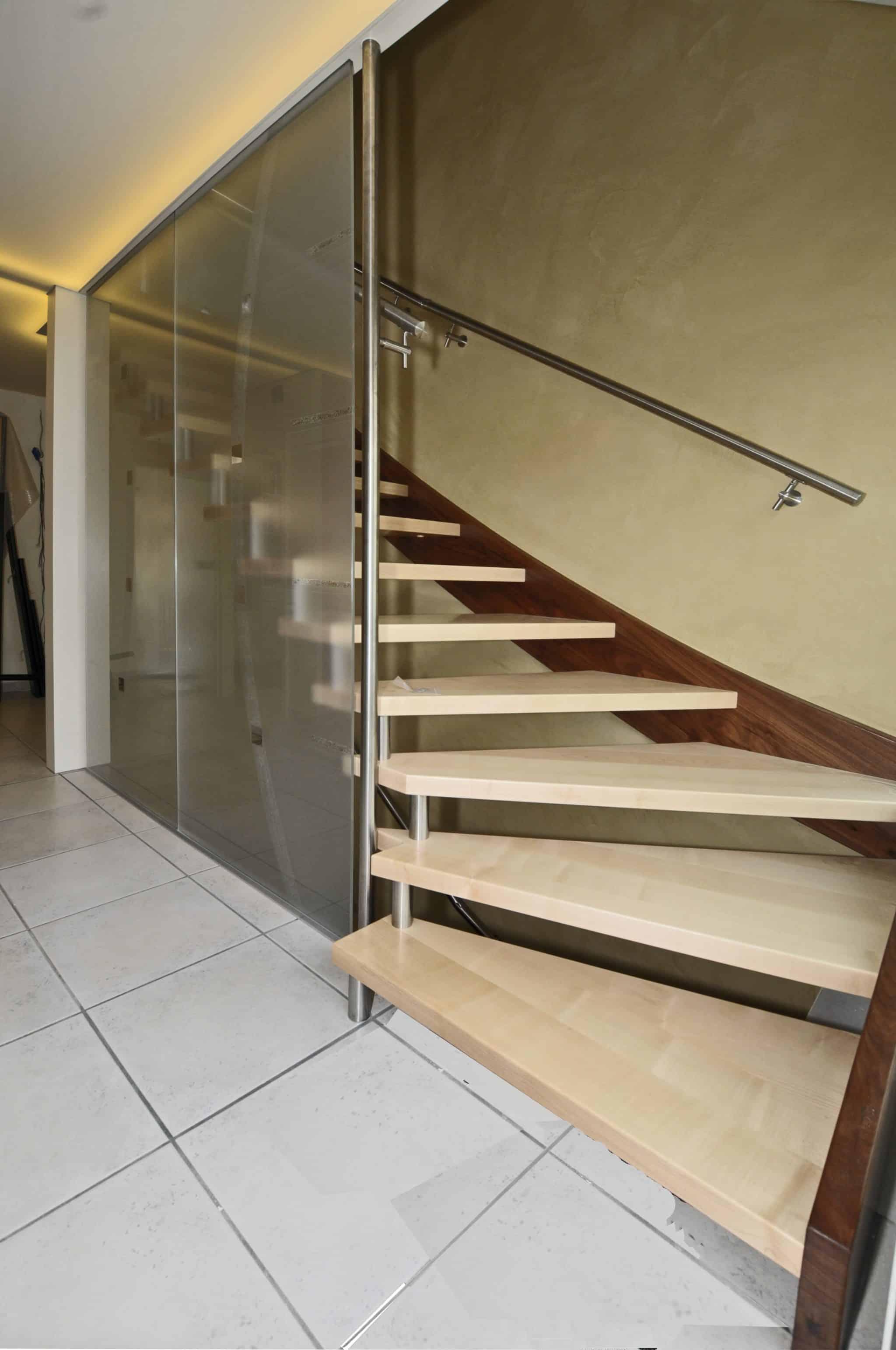 Glas und Treppe