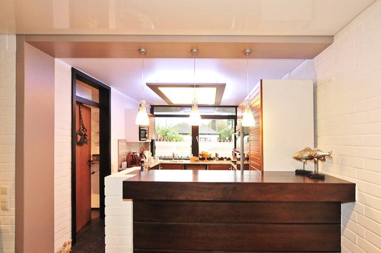 Küche mit Lichtdecke