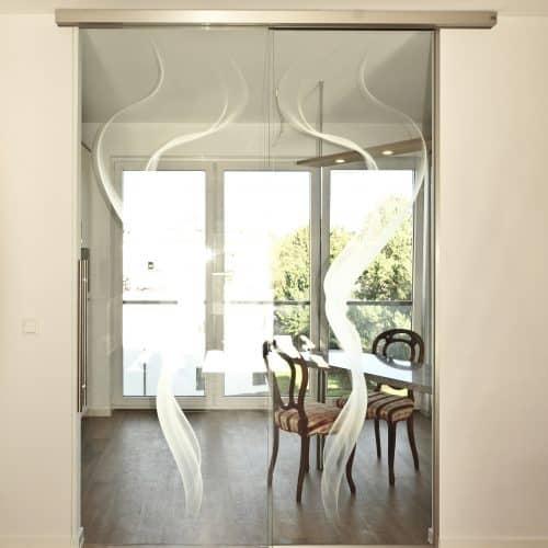 Kücheneingang mit Glasschiebetür