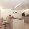 Küche mit LED-Lackspanndecke