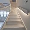 Treppe mit Glasgeländer und LED Handlauf