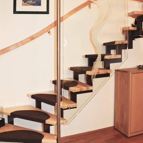Treppenrenovierung- Esche mit gelasertem Glas